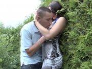 Melyne Leone se retrouve les yeux bandés pour baiser