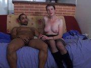 Une milf s'offre à un black