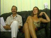 Katia se détend avec une queue dans la bouche