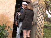 Papy pervers défonce la jeune Lucie