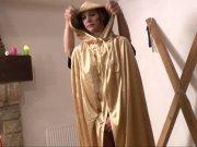 Stéphanie découvre les plaisir sadomaso