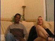 Kelly découvre le fist anal