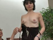Mandy vient pour un dépucelage anal
