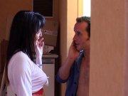 Carla Sainclair appelle son voisin à l'aide