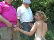 Louise Du Lac offre son jeune cul à deux vieux