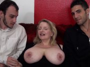 Les gros seins de Carola
