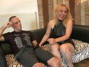 Loona Carole adore les tiges de moins de 30 ans
