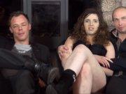 Adriana offre ses gros seins à deux mecs