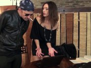 Gabriela Quetzal offre son cul pour payer