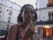 Tina la jeune salope parisienne se fait sauvagement baiser