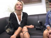 Imany prend son pied devant la caméra