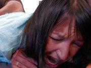 Carla Sainclair prend un fist très douloureux