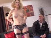 Béatrice veut se lancer dans le porno amateur