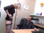 Béatrice va faire la cochonne pour son patron