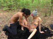 Swany est excitée de baiser dans les bois
