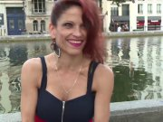 La magnifique Nikki Roumaine qui parle français