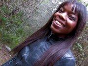 Kenia Diaw une jolie black baisée dans les bois