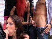 Laurra et sa copine baisent avec un mec