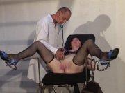 Morgane baisée par deux docteurs
