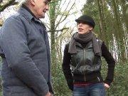 Tania Rose enculée dans les bois