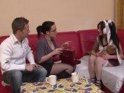 Jeune japonaise découvre le sexe françaix en trio